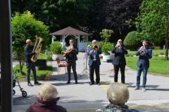 Glasbeni nastopi v parku Doma